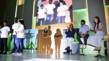 La secretaria de Educación, Bibiana Rincón; el alcalde Jaime Pumarejo y la primera dama, Silvana Puello, en la presentación de Barranquilla Bilingüe.