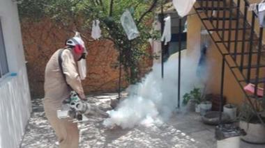 La Secretaría de Salud realiza fumigaciones.