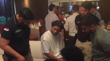 Ronaldinho sale sin cargos de Fiscalía paraguaya tras declarar por ocho horas