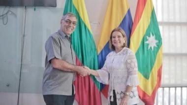 La ministra de Justicia, Margarita Cabello, y el alcalde de Cartagena William Dau, en el encuentro de hoy en la capital de Bolívar.