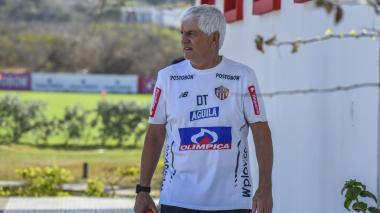 El técnico Julio Avelino Comesaña durante un entrenamiento con Junior.