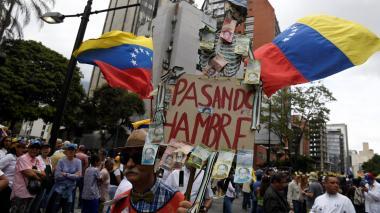 Los partidarios del líder opositor venezolano Juan Guaidó marchan durante una manifestación que se dirige a la Asamblea Nacional en Caracas el 10 de marzo.