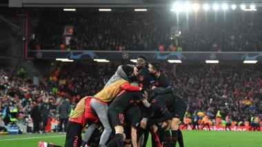 Los jugadores del Atlético celebrando el segundo gol anotado por Marcos Llorente.