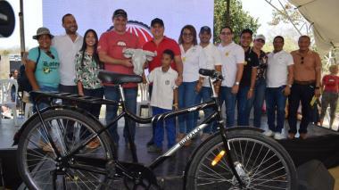 69 estudiantes reciben dotación de bicicletas en Galapa