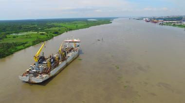 Calado autorizado para el canal de acceso al Puerto baja a 9,2 metros