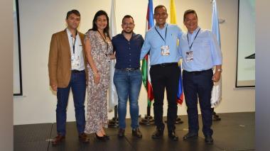 Jesús Acevedo Magaldi (centro) acompañado de los demás miembros de la junta directiva.