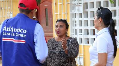 Un funcionario de la Secretaría de Salud explica las medidas para frenar la propagación del mosquito.