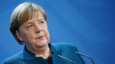 """Merkel está """"sana"""" y """"activa"""" en su primer día de cuarentena en casa"""