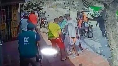 En video | Más de 10 delincuentes en moto atracan a un comerciante en Siete de Abril