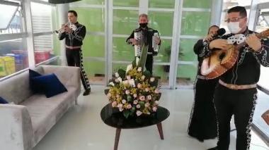 La música en tiempos de coronavirus: una serenata desde el bordillo