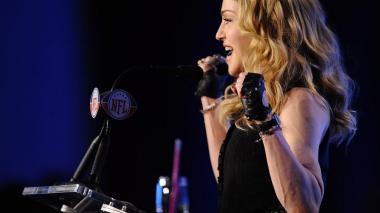 Madonna dona 1 millón de dólares a Bill Gates para buscar cura de la COVID-19