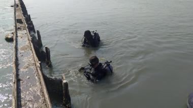 Unidades de la Armada en pleno rescate.