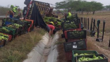 Se volcó furgón lleno de plátanos en la Oriental