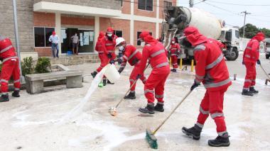 Desinfectan áreas públicas en Sucre