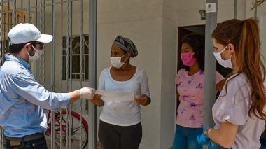Entregan ayudas a más de 2 mil familias en Villas de San Pablo