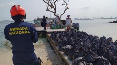 Parte de la ayuda que lleva la Armada Nacional a la zona insular de Cartagena.