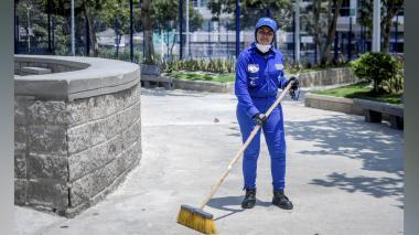 De limpieza en el parque para cuando vuelvan los visitantes