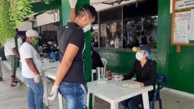 Ciudadanos venezolanos en la jornada en el Inem de Cartagena.