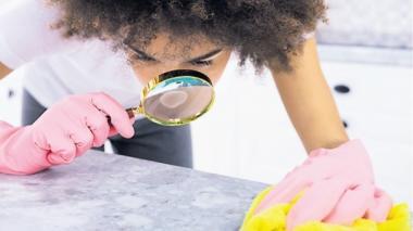 La obsesión con la limpieza es una de las manifestaciones que presentan las personas con TOC.