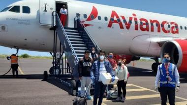 Descenso de pasajeros de Avianca. Imagen de referencia.