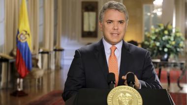 """""""No toleraré a quienes deshonren el uniforme"""": Duque sobre espionajes a periodistas y políticos"""