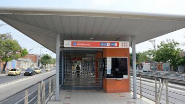 """Que tomen medidas para que no viajen pasajeros de pie"": usuaria de Transmetro"