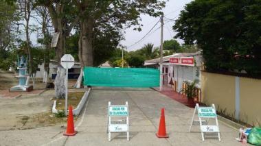 Vista del cierre en entrada principal del corregimiento de Campeche.