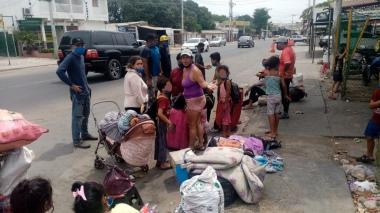 42 venezolanos caminaron desde Barranquilla a Riohacha para llegar a su país