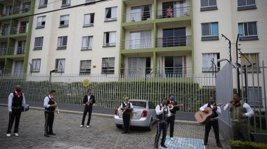 Mariachis y grupos vallenatos piden ayuda para reinventarse en la calle