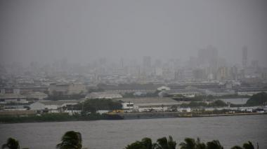 Dos incendios en el parque Isla Salamanca afectaron barrios en Barranquilla