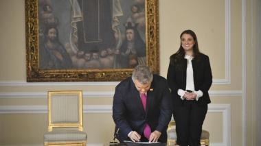 Karen Abudinen en la toma  de posesión de su cargo cono ministra de las TIC ante el presidente de la República, Iván Duque.