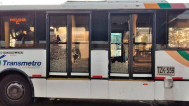 En video | Mototaxistas en Soledad atacan con piedras a buses de Transmetro
