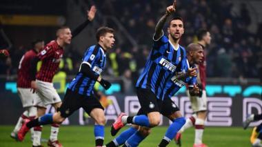 Acción de un juego entre el Inter y el Milan.