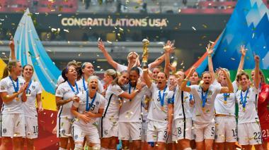 La selección de Estados Unidos festejando un título del mundo.