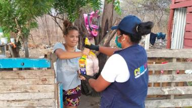 Reparten seis toneladas de pollo a familias en Santa Marta