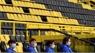 El nuevo fútbol: ni rugen los bares, ni la curva sur