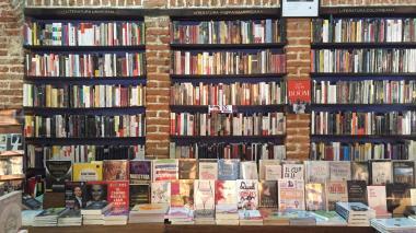 Estantes de la librería Ábaco.
