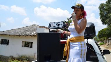 Con serenata móvil, Policía homenajea a madres atlanticenses