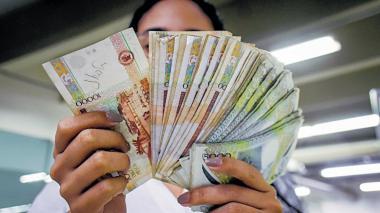 Polémica por propuesta de aplazar pago de primas