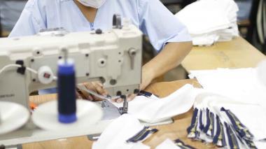 Trabajadora de una compañía del sector textil y de confecciones.