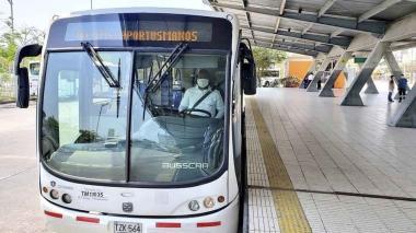 Bus de Transmetro en la estación Joe Arroyo.
