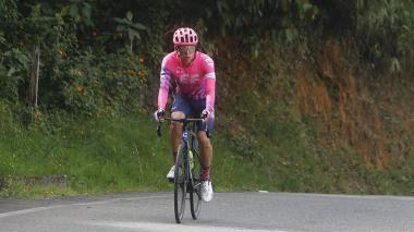 Rigoberto Urán entrenando por las carreteras del corregimiento de Santa Elena al oriente de Medellín.
