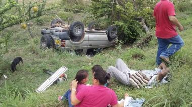 Cinco heridos tras volcarse una camioneta en el Cesar