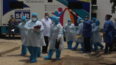 Miembros del equipo interdisciplinario que visita los barrios de Cartagena para detectar la COVID-19.