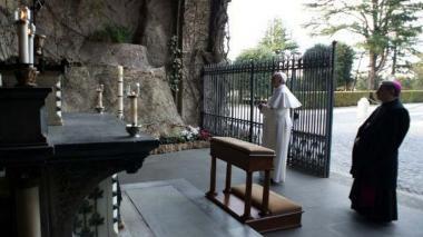 El Papa rezó el rosario para fin de la pandemia conectado con 50 santuarios