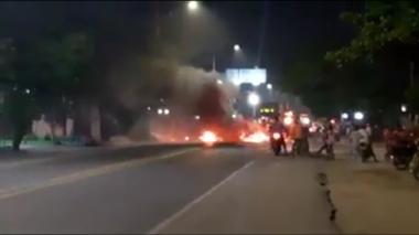 En video | Bloquearon la Troncal del Caribe por falla eléctrica en Ciénaga