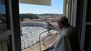El Papa reanuda la oración dominical con los fieles en la plaza de San Pedro