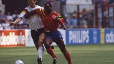 Carlos 'la Gambeta' Estrada en acción durante el partido ante Alemania en el Mundial de 1990.