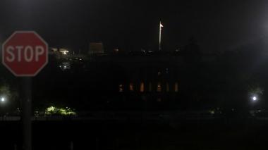 La Casa Blanca apaga sus luces tras protestas, algo que no pasaba desde 1889