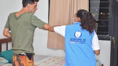 El profesor De la Hoz fue rescatado de la calle e internado en un albergue